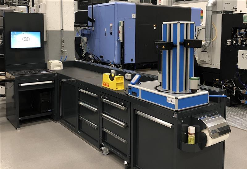 Laboratory workbench: specific solutions by DEA