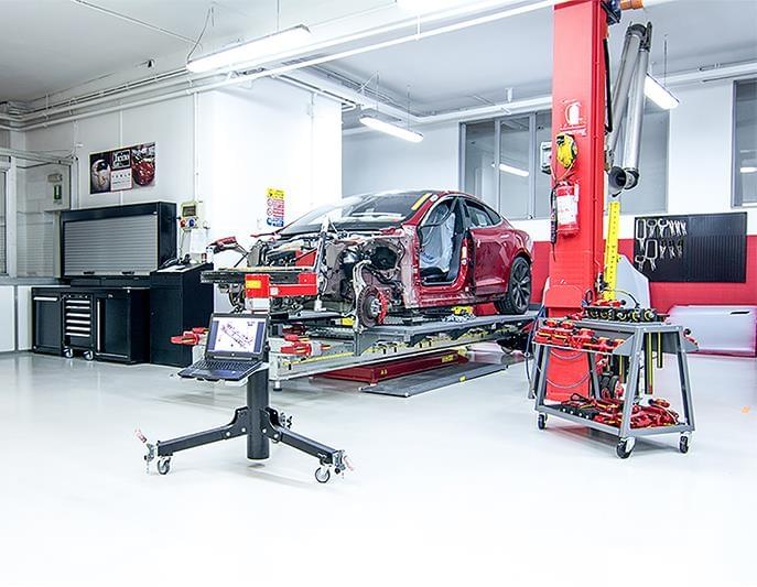 The first Tesla workshop in italy choose DEA